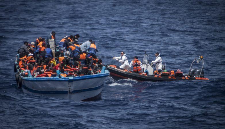 Mortes de refugiados no Mediterrâneo já batem recorde anual em 2016