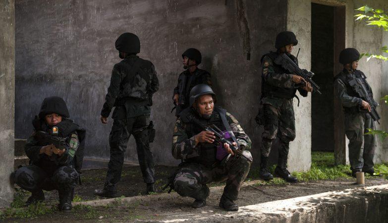 Militares da PNP, a Polícia Nacional das Filipinas