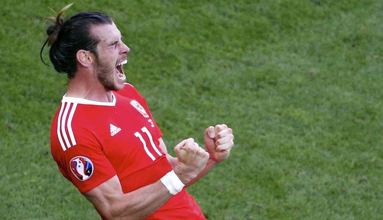 O galês Gareth Bale celebra um dos golos da vitória sobre a Eslováquia