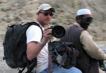O jornalista norte-americano David Gilkey e o seu guia afegão, Zabihullah Tamanna