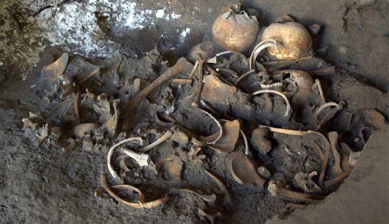 Restos mortais de jovens que fugiam da erupção do Monte Vesúvio na antiga Pompeia.