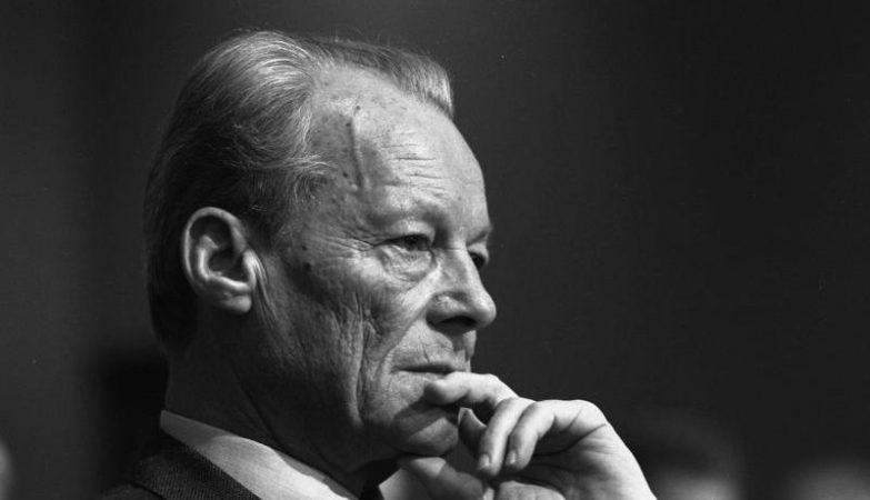 O antigo chanceler alemão e líder do SPD, Willy Brandt,