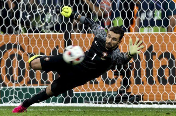 Rui Patrício defendeu o penalty que deu o apuramento de Portugal para as meias-finais do Euro 2016 frente à Polónia