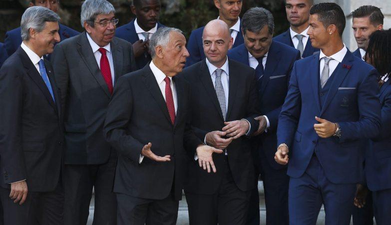 Marcelo Rebelo de Sousa, Gianni Infantino, Fernando Gomes e Cristiano Ronaldo no Palacio de Belém
