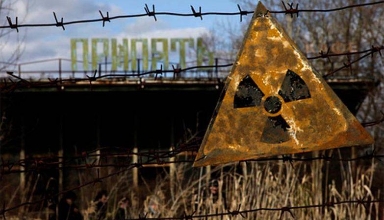 Sinal de aviso de radioactividade em Pripyat, cidade próxima da Central Nuclear de Chernobil, na Ucrânia, que foi abandonada após o desastre em Abril de 1986.