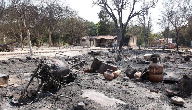Vista geral do terreno ocupado pela Swadhin Bharat Vidhik Satyagrah, após os confrontos com a polícia indiana