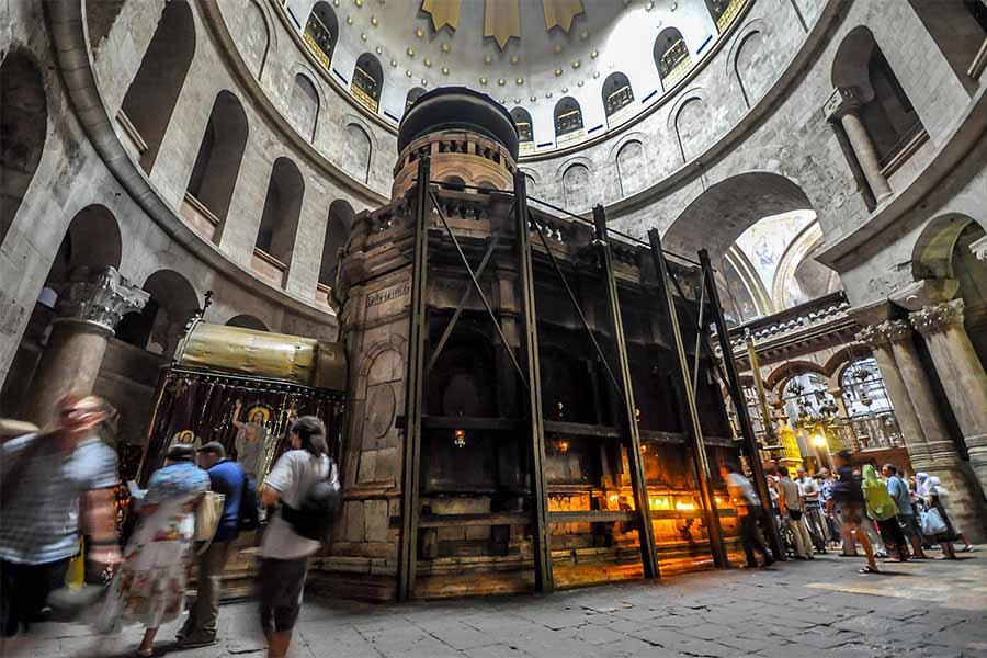 Capela com túmulo de Jesus Cristo na Igreja do Santo Sepulcro, em Jerusalém