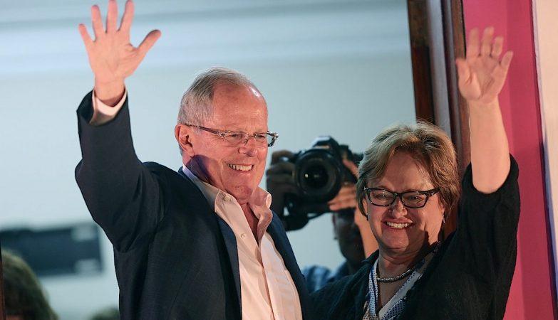 O novo presidente do Perú, Pedro Pablo Kuczynski (esq)