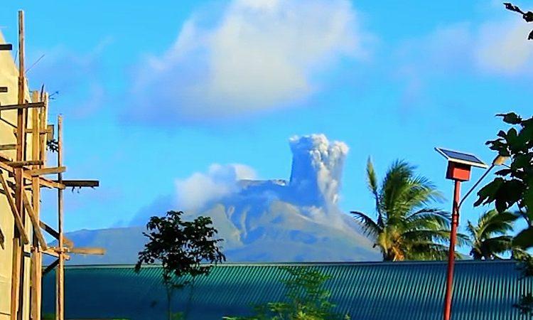 Erupção do vulcão Bulusan, nas Filipinas