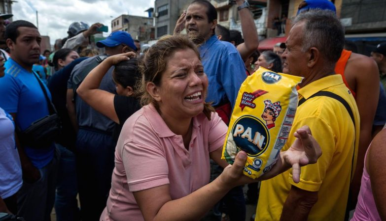 Venezuelanos protestam contra a falta de alimentos e produtos básicos em  Catia, Caracas