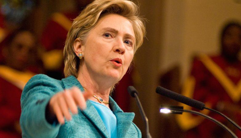 """Ninguém gosta de Bernie Sanders, nunca fez nada"", afirma Hillary Clinton"