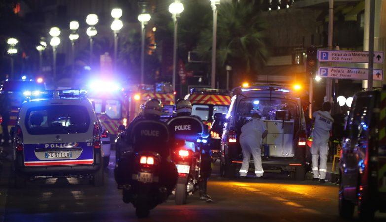 Ataque com camião faz mais de 30 mortos numa esplanada em Nice