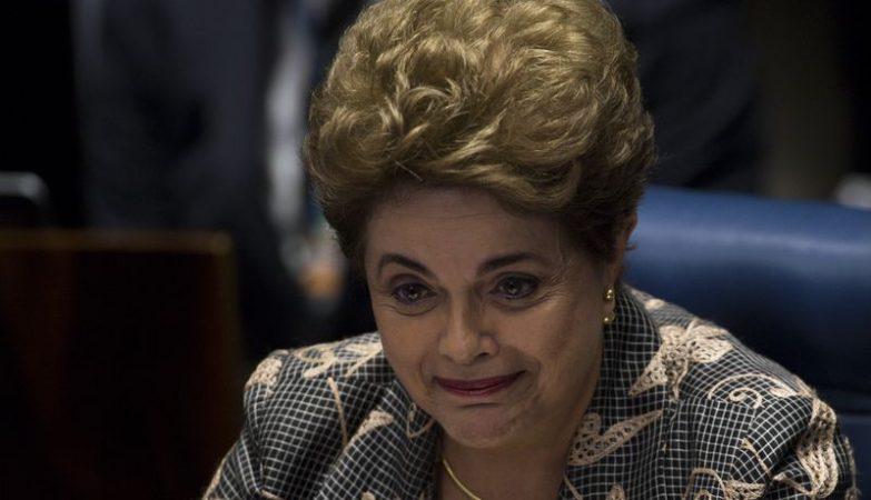 A presidente afastada Dilma Rousseff faz a sua defesa diante dos Senadores durante sessão de julgamento do impeachment
