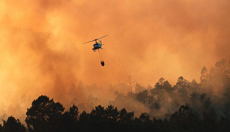 Queda de helicóptero em combate a incêndio provoca morte do piloto