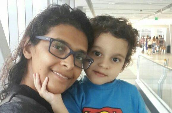 Eugénia Queiroz com o filho mais velho, Gabriel, no Dubai