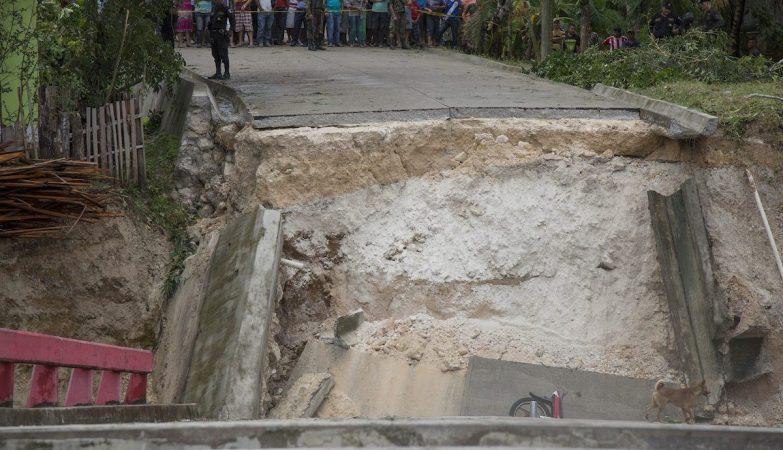 Deslizamento de terras causado pela tempestade Earl na Guatemala