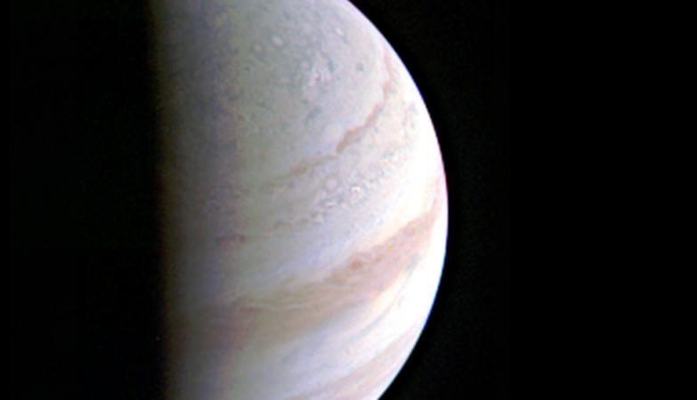 A sonda Juno completou com sucesso a primeira sondagem de Júpiter