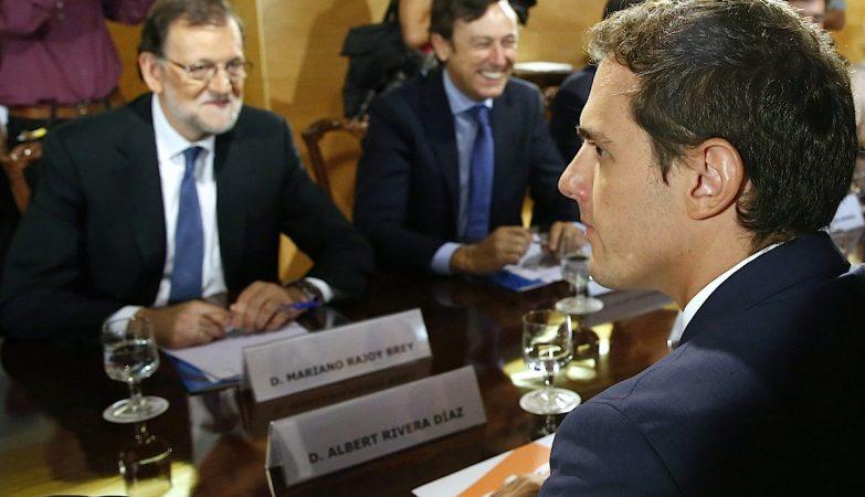 Mariano Rajoy (PP) e Albert Rivera (Ciudadanos) chegam a acordo para viabilizar governo em Espanha