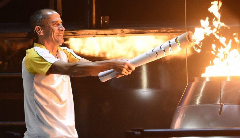 Vanderlei Cordeiro de Lima acendeu a chama olímpica na cerimónia de abertura dos Jogos Olímpicos do Rio de Janeiro 2016
