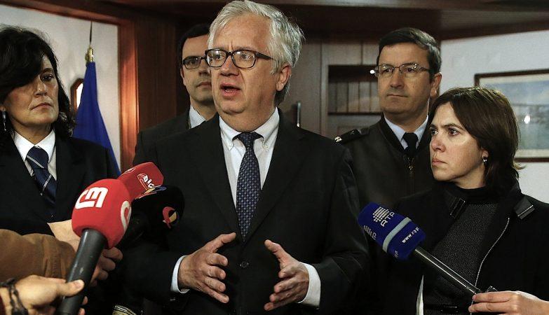 O Ministro Adjunto, Eduardo Cabrita, fala à imprensa