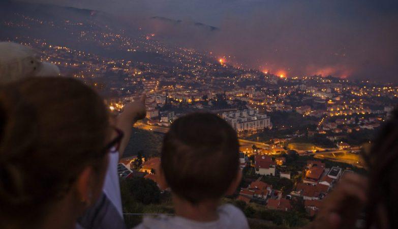 Resultado de imagem para Condenado a 14 anos de prisão homem que ateou fogo na Madeira