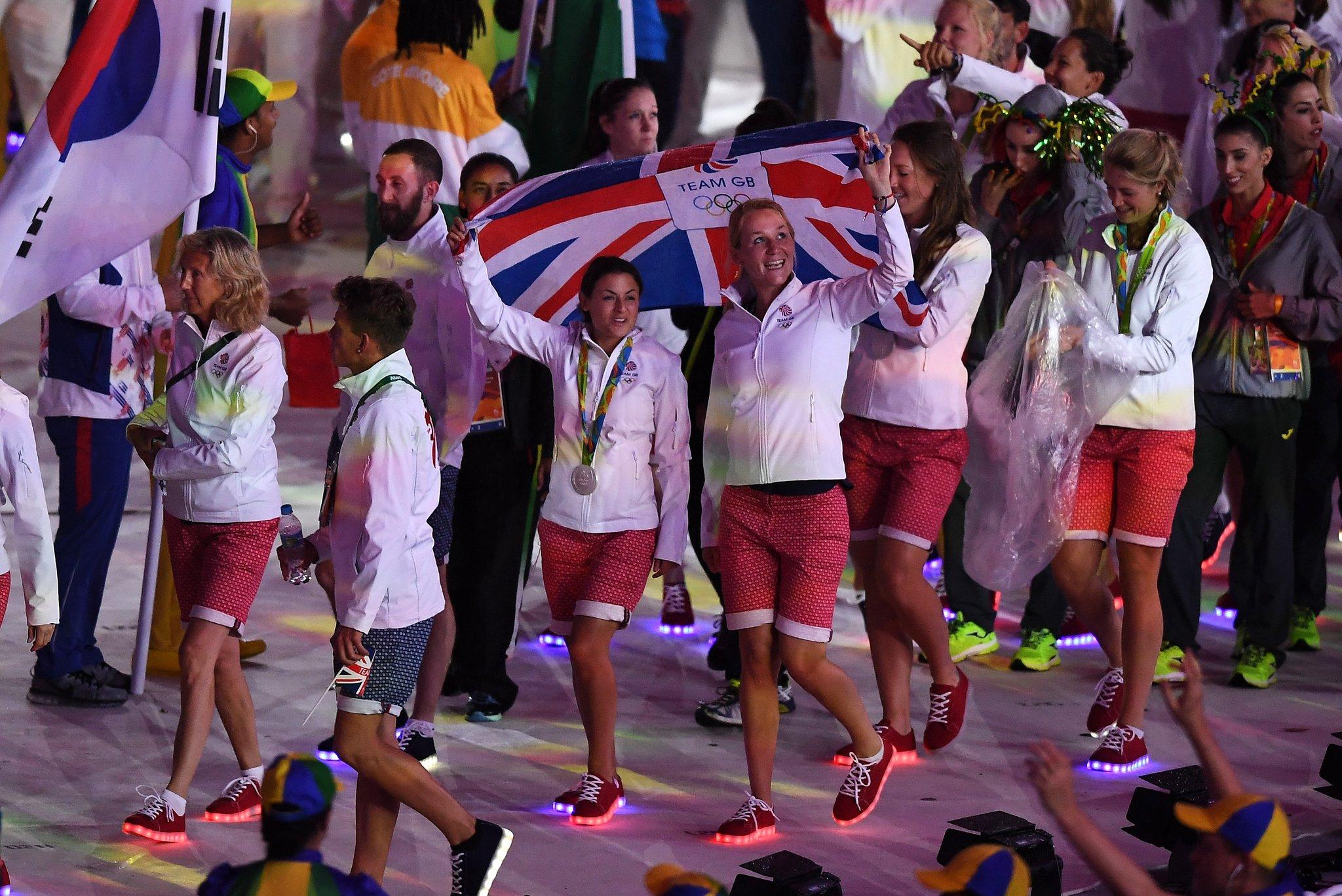 Sapatilhas luminosas da equipa olímpica britânica estão à