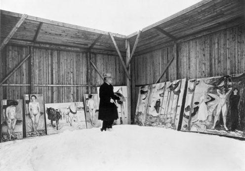 Edvard Munch expõe os seus quadros ao ar livre em Ekely