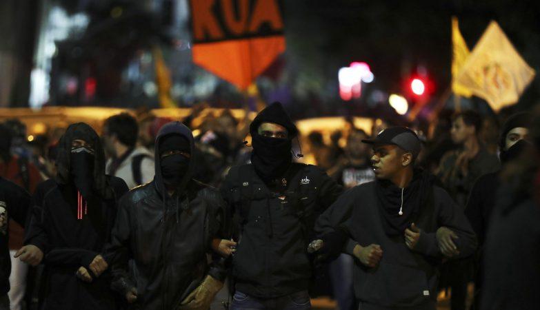 Protestos em São Paulo em apoio à Presidente afastada Dilma Rousseff
