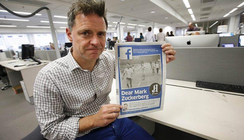 Espen Egil Hansen do jornal dinamarquês Aftenposten com edição que critica Facebook por censura a foto de 1972.