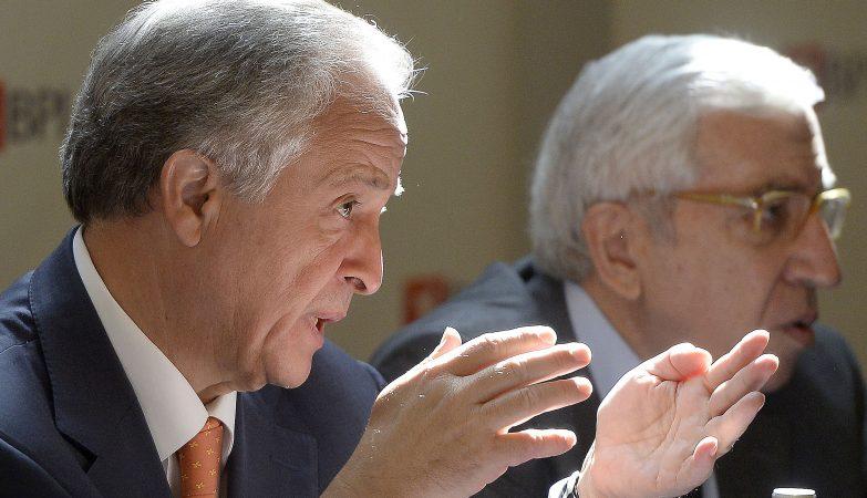 Fernando Ulrich, CEO do BPI, acompanhado pelo chairman do banco Artur Santos Silva, na Assembleia geral de acionistas do BPI