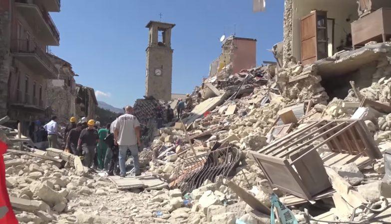 A cidade de Amatrice, em Itália, devastada após o terramoto, em agosto