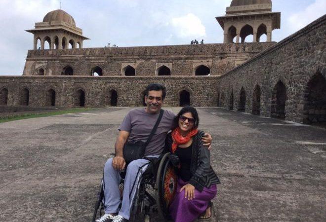 Salil Chaturvedi, poeta indiano agredido por não se ter levantado durante o hino nacional