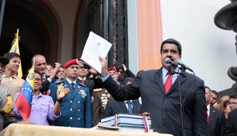 Nicolás Maduro aprova o Orçamento 2017 sem o Parlamento