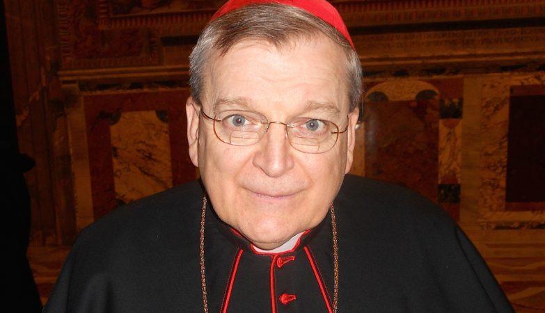 O cardeal Raymond Burke, o único dos signatários que ainda está ativo, é crítico frequente do papa Francisco