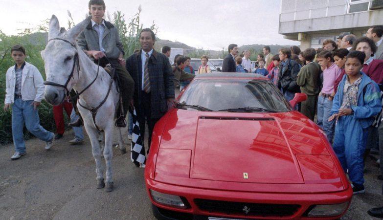 António Costa, em 1993, a promover a corrida entre um burro e um Ferrari para alertar para os problemas das obras em Lisboa