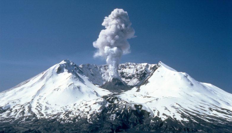 Pequena erupção do Monte de Santa Helena em 1982