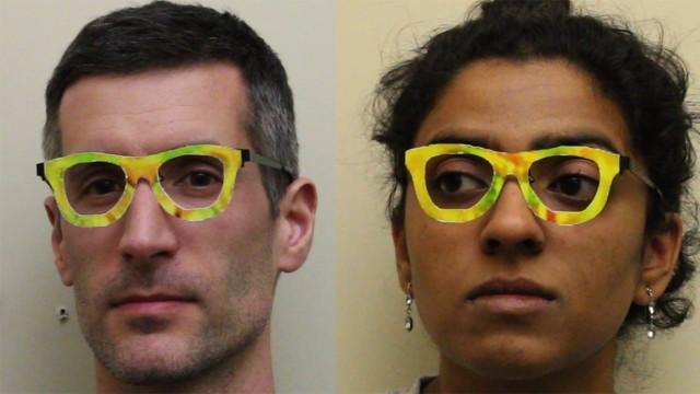 Os óculos que fazem as pessoas desaparecer.