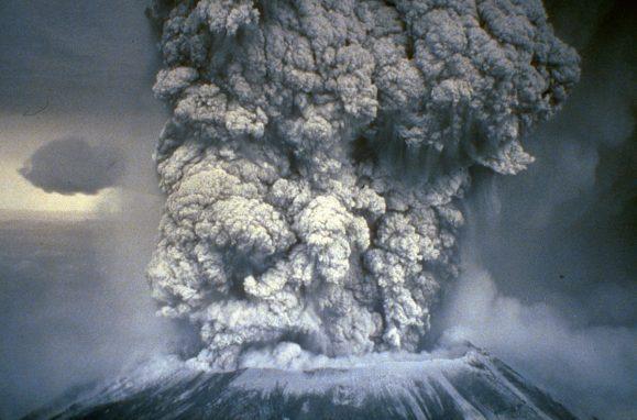 As cinzas expelidas pela erupção do Monte Santa Helena, em 1980, chegaram a 11 Estados