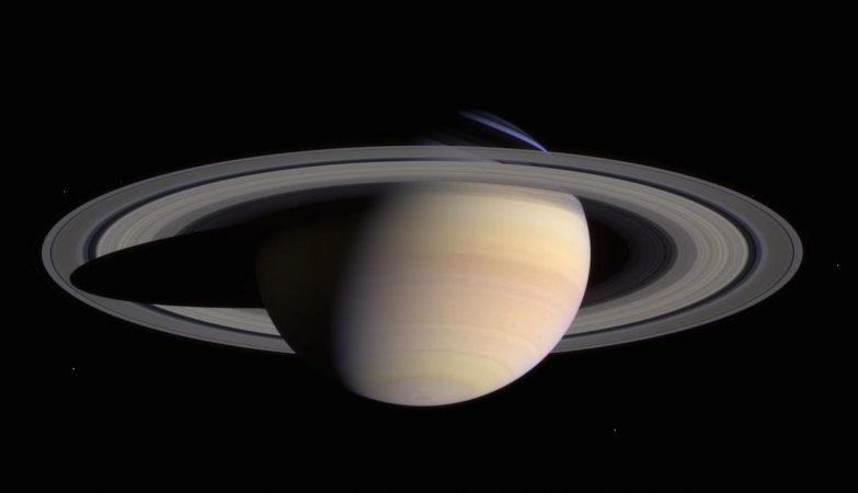 Imagem dos anéis de Saturno, pela sonda Cassini