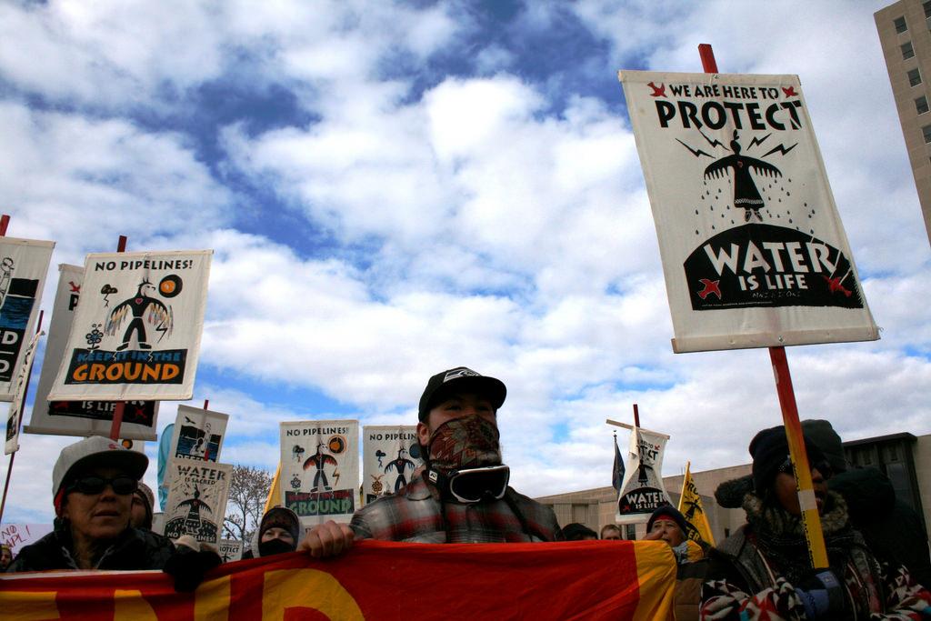 Protestos contra a construção de um oleoduto em Standing Rock, em Dacota do Norte