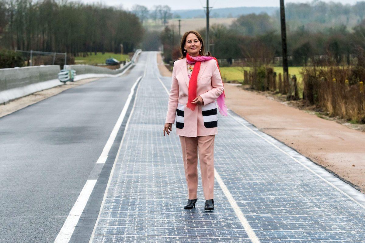 """Uma estrada solar de 5 milhões de euros por quilómetro """"é uma ideia genial"""" assegurou Ségolène Royal, ministra francesa do Ambiente"""