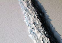Foto aérea da NASA revela uma enorme fenda na plataforma de gelo Larsen C, na Antártida