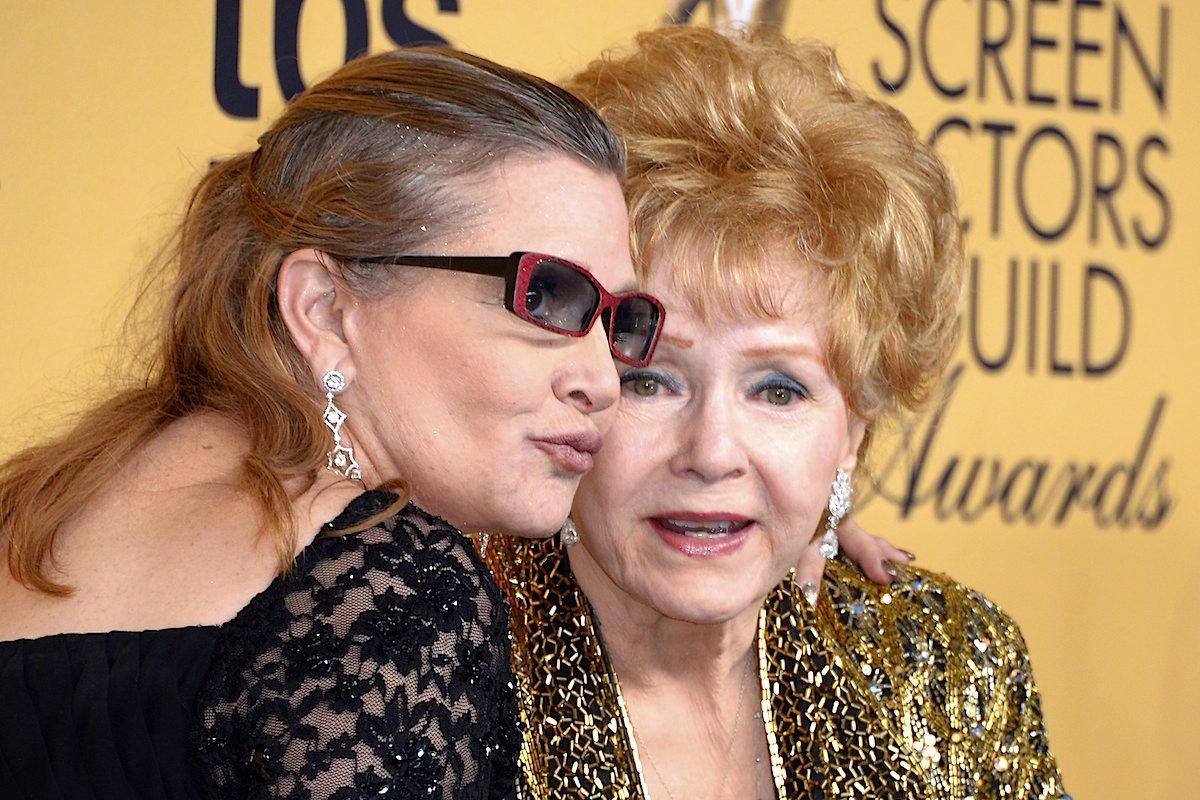 Carrie Fisher com a mãe, Debbie Reynolds