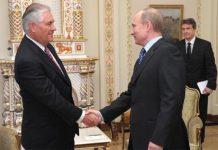 Rex Tillerson, magnata do petróleo e Secretário de Estado de Trump com Vladimir Putin, presidente da Rússia.