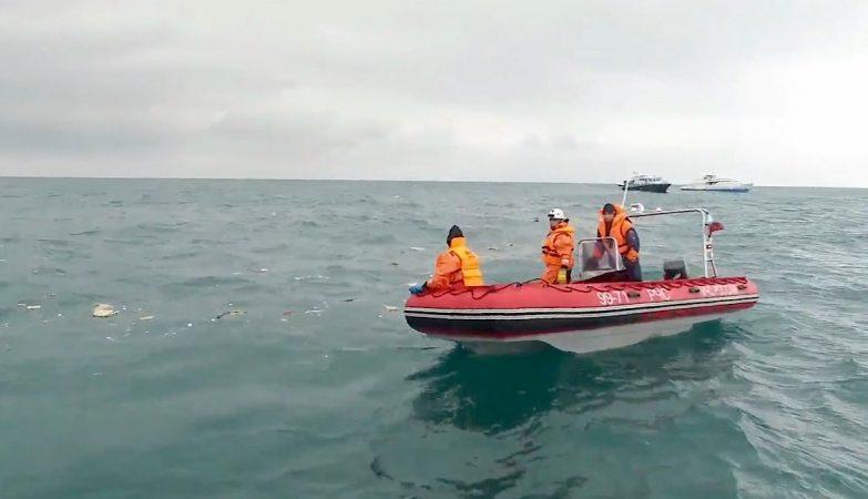 Operações de resgate do avião Tupolev Tu-154 russo que se despenhou no Mar Negro