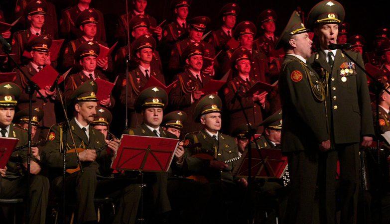 """""""Kalinka"""": actuação do Alexandrov Ensemble, o famoso Coro do Exército Vermelho da Rússia"""