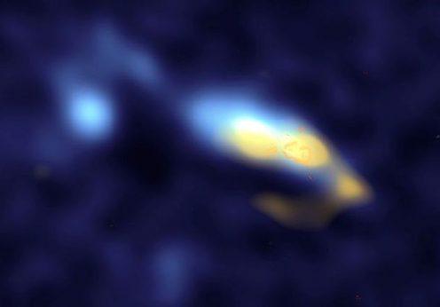Na galáxia II Zw 40 (a amarelo) a poeira estelar está perto dos aglomerados de estrelas (laranja)