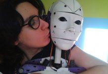 Lily e o robô InMoovator