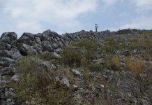 Arqueólogos exploram vestígios de Vlochós, antiga cidade grega perdida com 2500 anos.