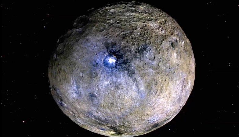 Ceres é um planeta anão localizado no cinturão de asteroides entre Marte e Júpiter.